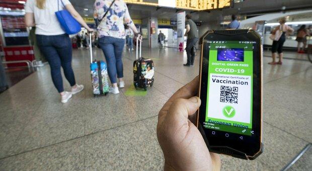 Green pass, obbligo in ristoranti, treni, aerei e navi: cosa deciderà il governo martedì