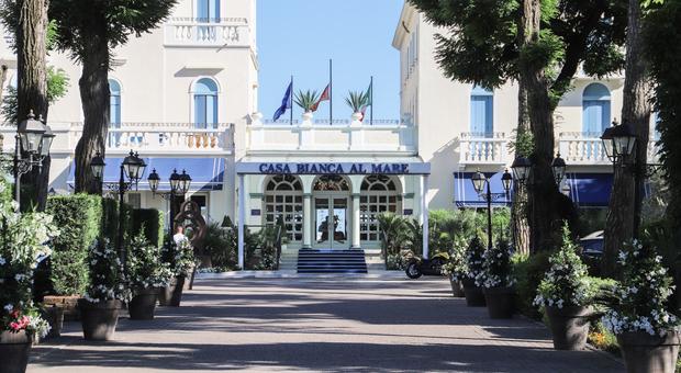L'hotel moresco Casa Bianca al Mare torna a splendere