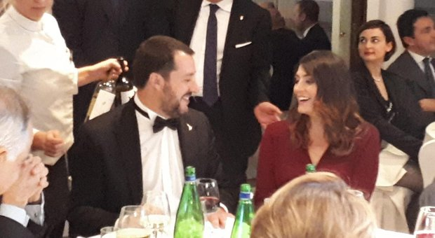 Salvini e la Isoardi si rivedono a cena, il vicepremier in smoking: «L'ho affittato»