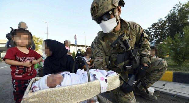 Afghanistan, bimba nasce su volo Usa e viene chiamata come l'aereo. Il generale Wolters: «Un sogno»