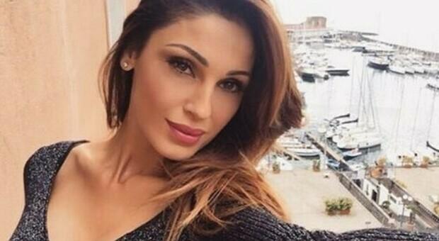 Anna Tatangelo a Belve: «Gigi D'Alessio? È rimasto fermo a 20 anni, non mi manca nulla di lui»