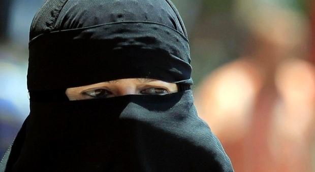 Una donna con il niqab
