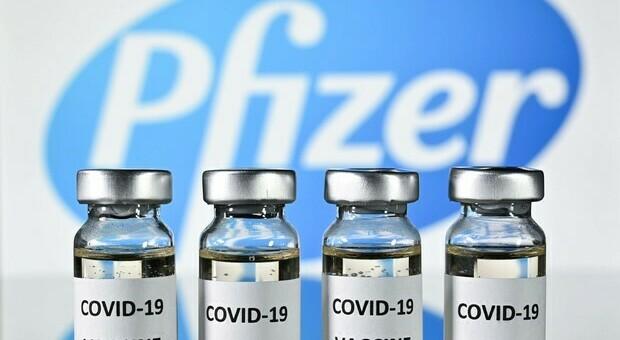 Vaccino Covid, Pfizer: «Due miliardi di dosi nel 2021: +50%». Anche Moderna aumenta produzione