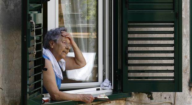 Probabilmente a causa del caldo un'anziana è svenuta in giardino ed è stata salvata dal poliziotto rodigino
