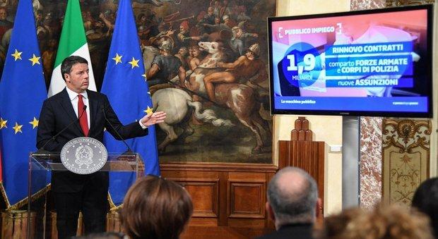 Renzi: «Con sì tasse giù, con buona pace di Monti. 30-50 euro alle pensioni basse»