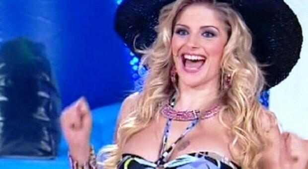 GF Vip, «C'è qualcosa di disgustoso nel tiramisù»: spunta il dente di Francesca Cipriani