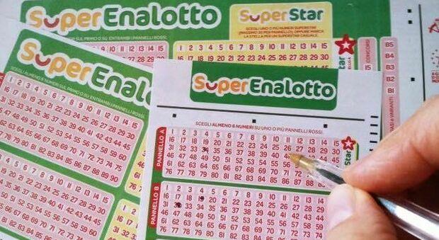 SuperEnalotto, artigiano in crisi scopre per caso di aver vinto 635mila euro