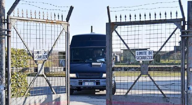 La base tira il fiato, 250 migranti saranno trasferiti entro martedì