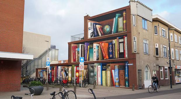 Utrecht, il palazzo libreria che strega turisti e cittadini