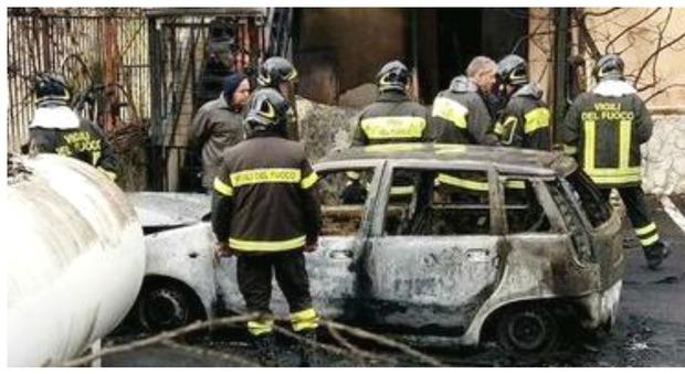 Esplode bombola di gas in piscina due morti e 5 feriti - Piscina ariete napoli ...