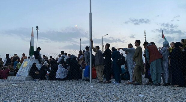 Si perdono di vista in Afghanistan, fratello e sorella si ritrovano nell'hub di Avezzano