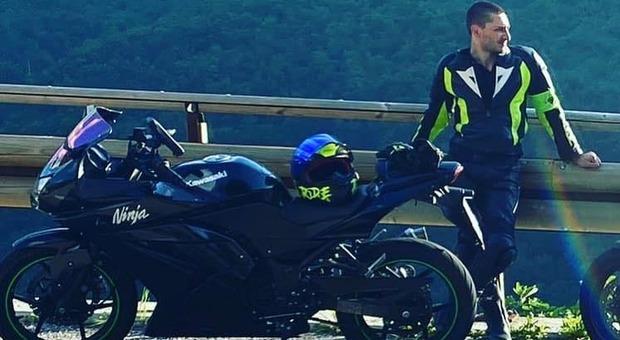 Francesco Ferrari è morto in un incidente in sella alla sua moto