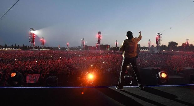 Vasco il giorno dopo il concerto leggenda ringrazia i fan: «La tempesta perfetta»