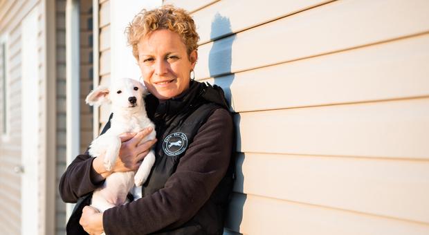 Sara Turetta: «La mia vita per i cani, così ne ho salvati settemila in Romania»