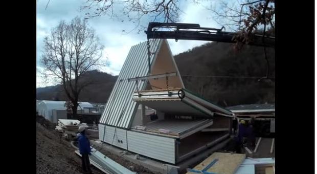 Ecco la casa pieghevole made in italy si monta in sei ore e costa 28 mila euro il video - Madi casa pieghevole ...