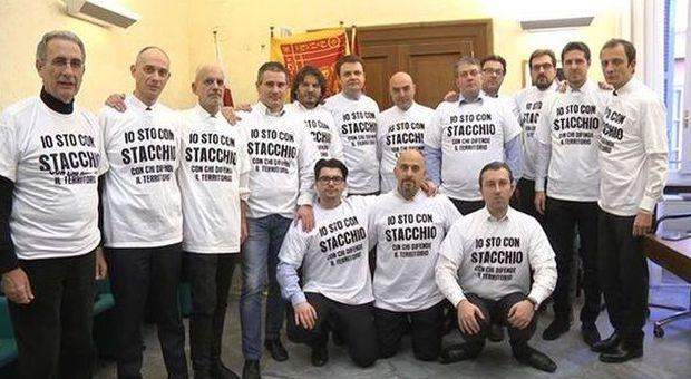 I deputati della lega alla camera con la t shirt io sto for Deputati alla camera