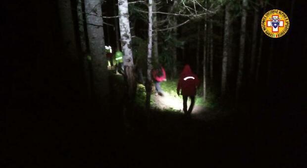 Urla in mezzo ai boschi: ritrovato l'escursionista padovano disperso
