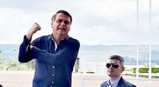 Coronavirus, Bolsonaro positivo al test: sabato ha cenato con Trump. Aveva definito il virus «una fantasia»