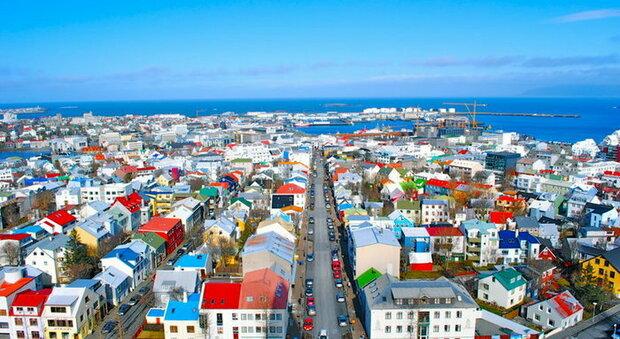 Variante Delta, l'Islanda è fra i Paesi più vaccinati al mondo: contagi in crescita, ma nessuno finisce in ospedale