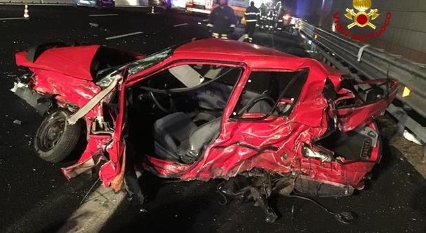 A4, carambola tra quattro auto: scontro violento, morta una donna