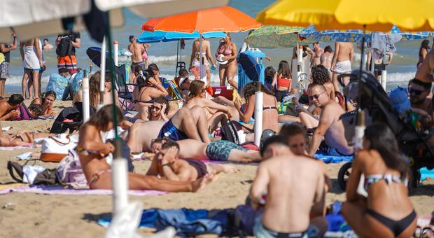 La carica dei turisti nelle spiagge venete