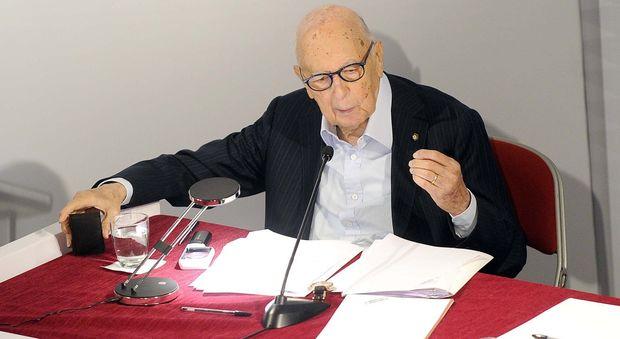 Referendum, Napolitano bacchetta Renzi: «Errori hanno favorito il no». Il premier: critiche utili