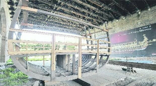 ARSENALE Una sezione e la chiglia del Bucintoro, realizzate anni fa, in attesa di essere assemblate all Arsenale