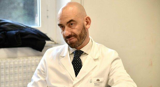 Molnupiravir, nuova arma anti-Covid per la cura in casa. Bassetti: «Iniziato il trattamento sul primo paziente»