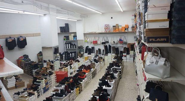 Ragazze italiane nel negozio cinese: 10 ore al giorno, un euro e 60 all'ora