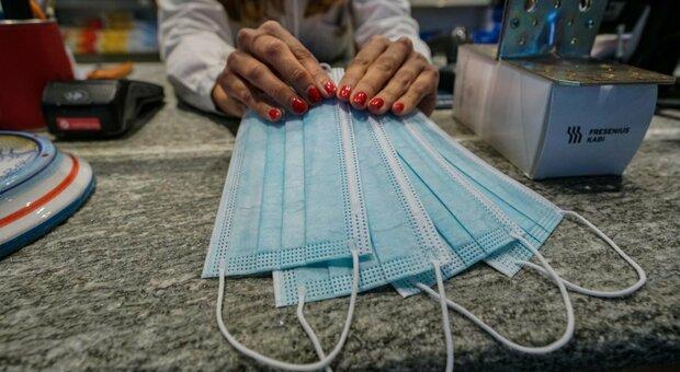 Mascherine chirurgiche o di stoffa? Ecco come funzionano per ridurre diffusione virus. Il maxi-studio