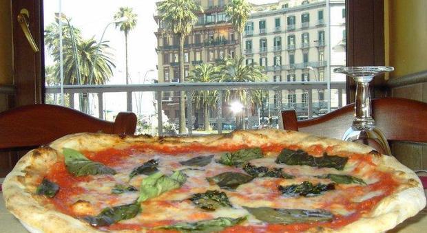 Paga gli alimenti all'ex moglie con pizze e focacce, il giudice lo assolve