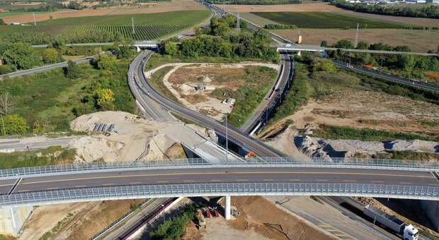 Terza corsia dell'autostrada A4: chiuso per venti ore il tratto tra Portogruaro e Latisana; cantieri anche al bivio di Palmanova