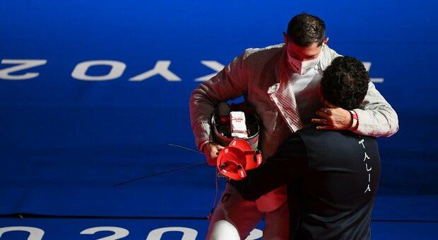 Aldo Montano piange dopo aver visto il video delle medaglie vinte in carriera: «Il dopo fa paura»