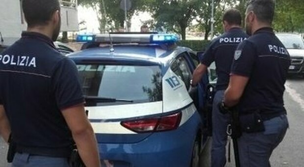 Donna colombiana uccisa a coltellate dal compagno con cui conviveva: l'uomo è stato arrestato dalla polizia