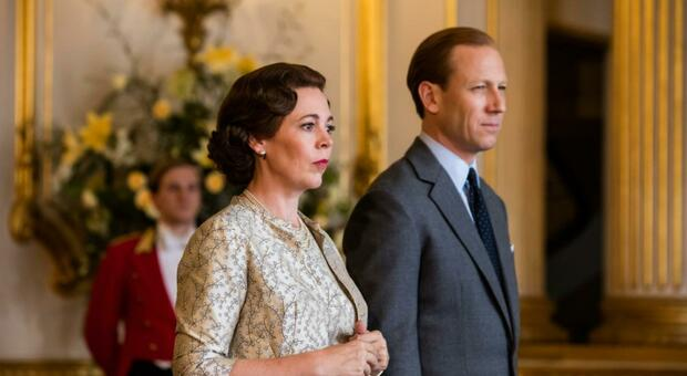 The Crown fa infuriare William e Carlo: «Profondamente ingiusto». Harry e Meghan nella bufera per il contratto con Netflix