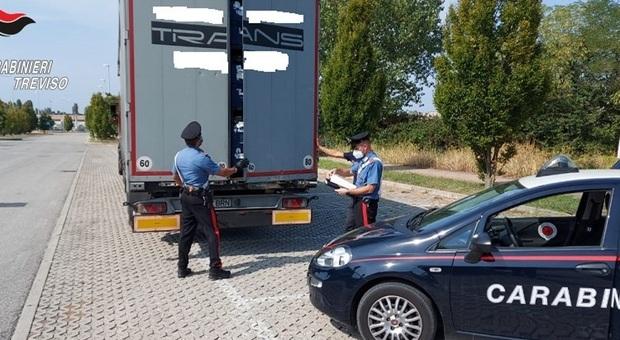 Strani rumori dal camion: dentro c'erano 5 profughi afghani, due forse minorenni