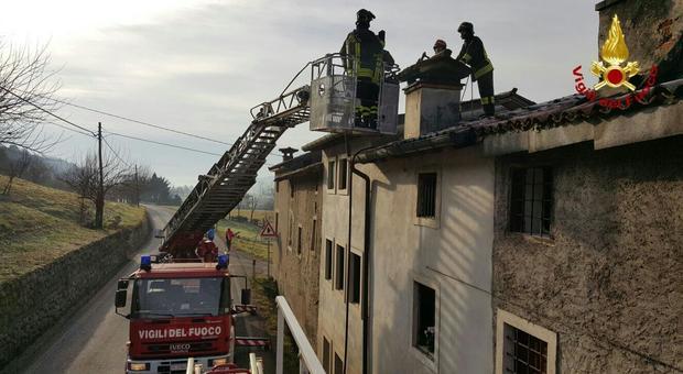 Surriscaldamento canna fumaria pompieri domano incendio - Costo canna fumaria esterna al metro ...