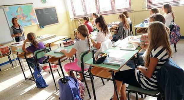 Maestra no-vax scrive messaggio agli alunni: «Me ne vado per non perdere la mia dignità», è polemica