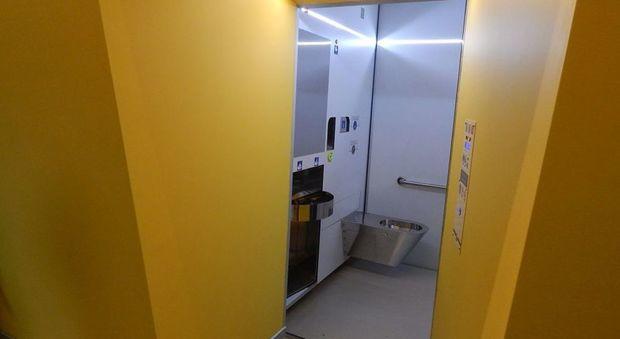 L'inaugurazione delle nuove latrine a Udine