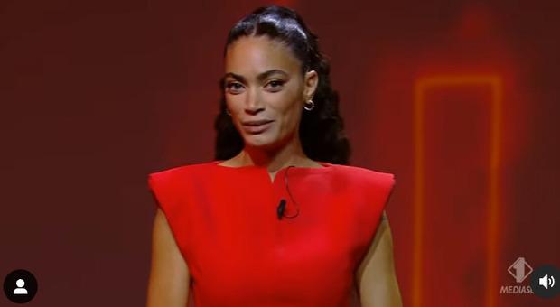Elodie, debutto (riuscitissimo) alle Iene. Il monologo contro la violenza sulle donne: «Non dobbiamo mai sentirci in colpa»