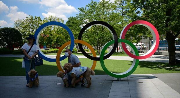 Tokyo 2020, aumentano i contagi: positivi al Covid un giornalista italiano, un pallavolista ceco e una ginnasta statunitense