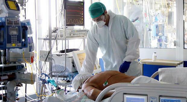 Covid, l allarme dei medici: «Tra due settimane ospedali al collasso»