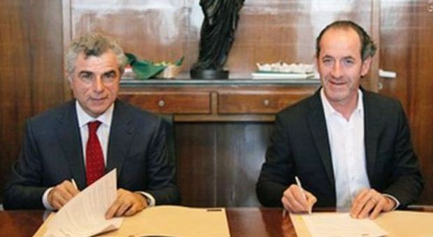 La firma dell'accordo tra Moretti (Trenitalia) e Zaia