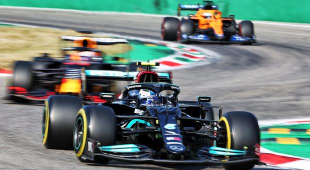 Bottas vince la gara sprint davanti a Verstappen, ma partirà ultimo per il GP di Monza