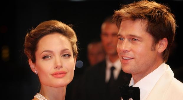 Angelina Jolie porta in tribunale Brad Pitt: «Era violento, ho le prove». E in aula manderà i figli a testimoniare