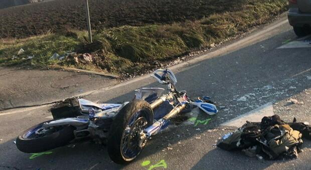 Ragazza muore a 17 anni a Forlì con la moto contro un Suv: gravissimo l'amico di 19