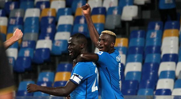 Il Napoli vince in rimonta contro la Juventus ed è primo in classifica. Bianconeri in crisi