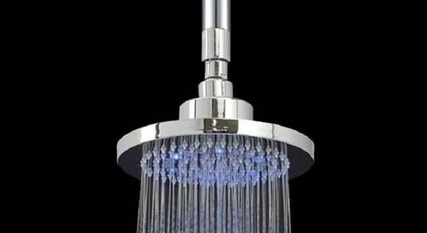 Soffione della doccia crolla addosso all 39 anziana condannato l 39 idraulico - Soffione della doccia ...