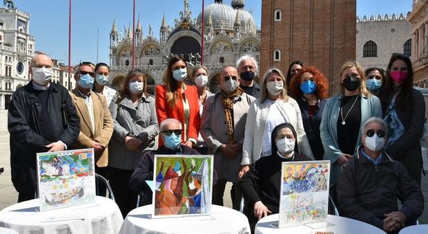 """La presentazione dell'iniziativa """"Disegni a 1000 mani"""" in piazza San Marco"""