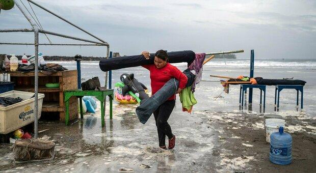 Uragano Henri punta New York, Grace provoca 8 vittime in Messico: è allarme tempeste tropicali